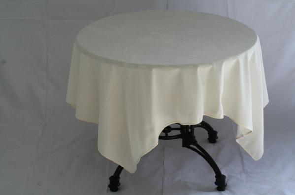 Tafel luxe (ø85) met kleed crème