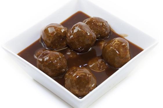 Snackballetjes in sate saus