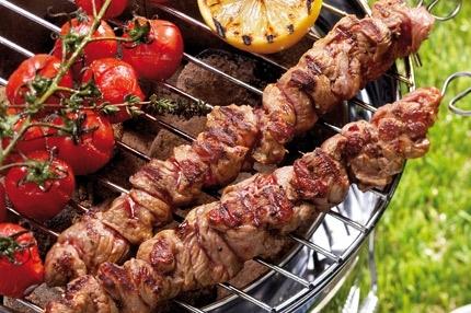 Actie: Excellent barbecuepakket inclusief barbecuetoestel, borden en bestek