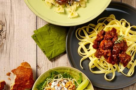 Tricolore pasta met spinazie, spekjes en kaas