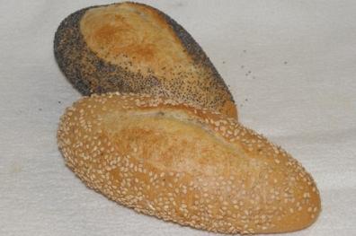 Harde broodjes met maanzaad