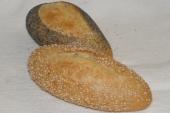 Harde broodjes met sesamzaad