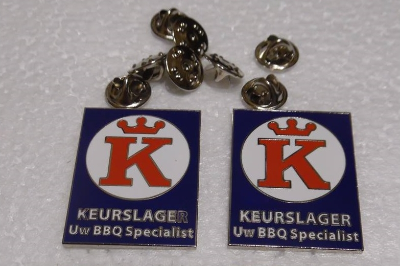 Pins met het Keurslager-logo