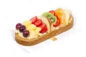 Amandelslof met vers fruit