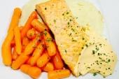 Zalmfilet, worteltjes & aard.schijfjes