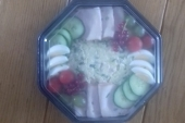 Feestsalade licht gegarneerd