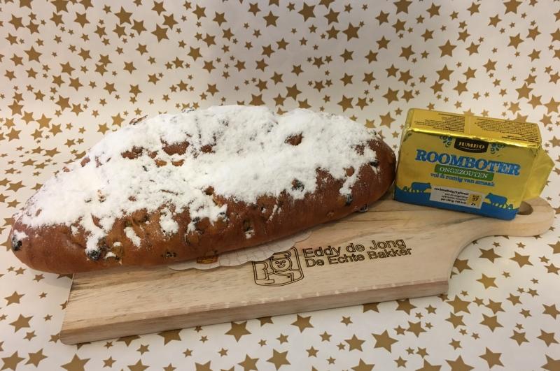 Snijplank met kerstbrood en Echte roomboter
