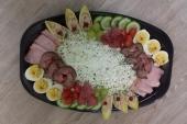 Feestelijk opgemaakte huzarensalade
