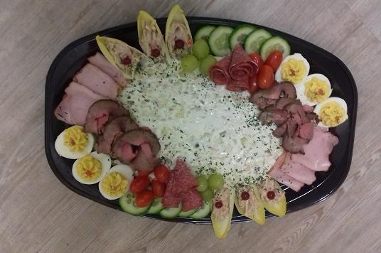 Feestelijk opgemaakte scharrelsalade