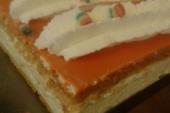 Oranje tompoucen met slagroom 4 + 1 GRATIS!*