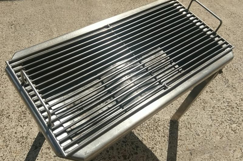Houtskoolbarbecue klein (tot 12 personen)